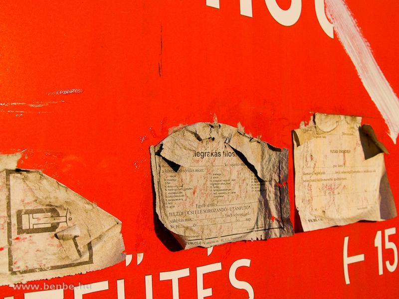 Bárcák, többek között futási engedély az egyik Sátoraljaújhelyen tárolt MD-mellékkocsin fotó