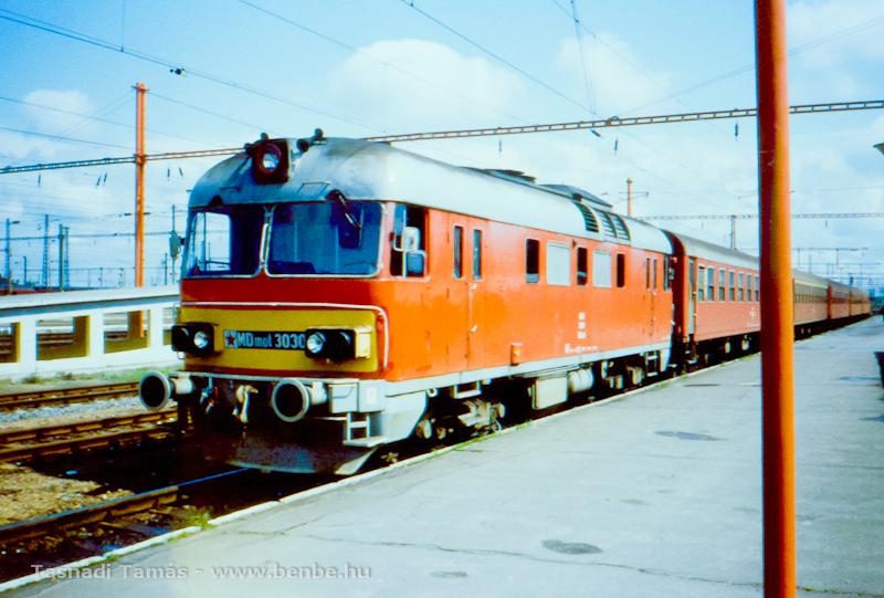 MDmot 3030 vörös csillaggal Szolnokon fotó