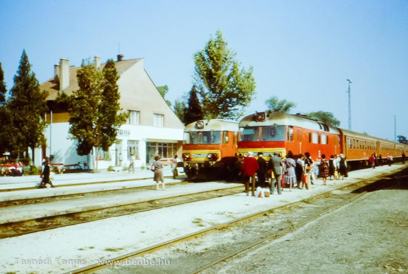 MDmot 3037 és Btx 030 (?) Lakitelek állomáson fotó