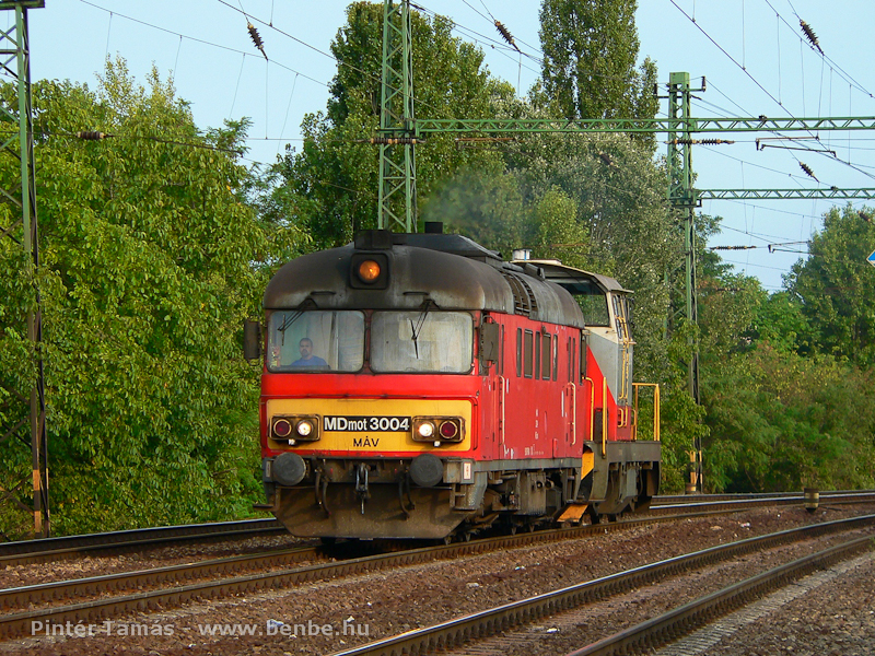 The MDmot 3004 and a remotorised M47 at Budapest-Kelenf�ld photo