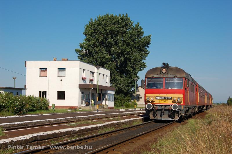 Az MDmot 3021 Poroszló állomáson fotó