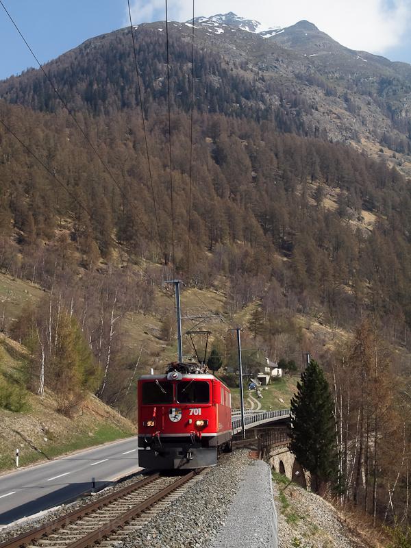 Az RhB Ge 6/6 II  701 Lavin és Sagliains között az Unterengadinban (érkezés Lavin felől) fotó