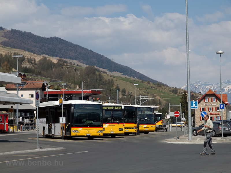 Buszok ndulnak Scuolból Aus fotó