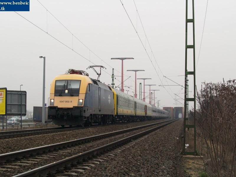 1047 002-9 a Déli összekötõ vasúti hídnál fotó