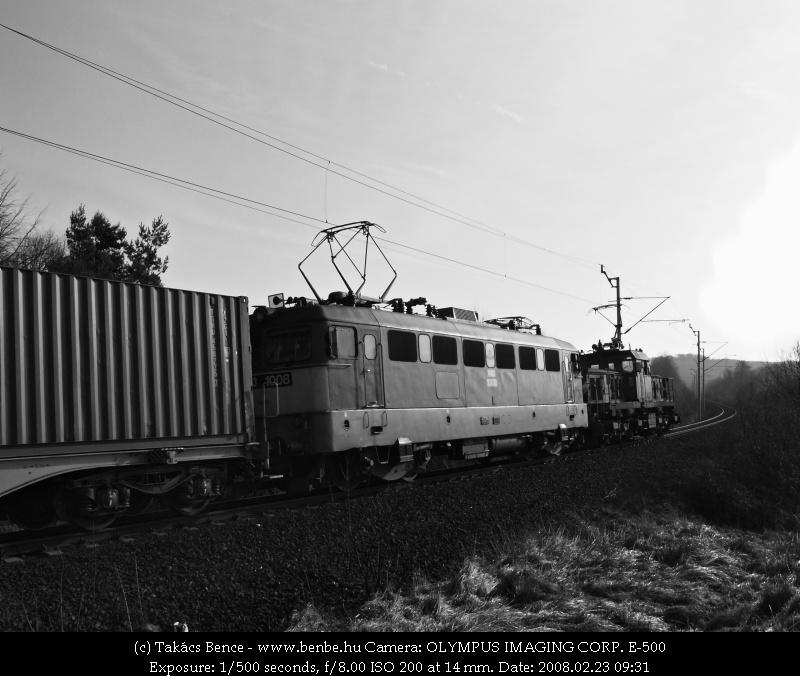 V46 034 Városlõd és Szentgál között segít az elsõ magyar Szilinek a nehéz emelkedõn fotó