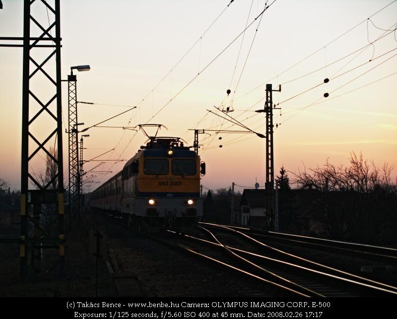 V43 3187 tök piros vonatával Tárnokon fotó