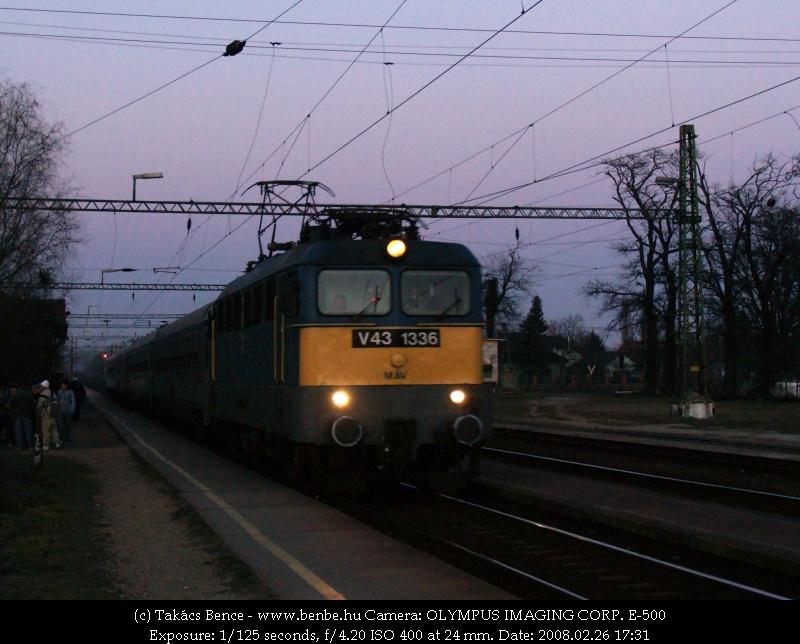 V43 1336 Tárnokon IC vonattal fotó