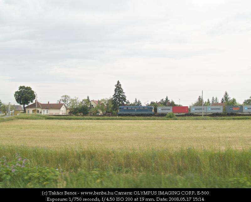 V43 1189 vágtat át Somlóvásárhelyen fotó