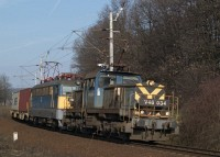 The V46 034 helping pull up the first Hungarian-built V43 its heavy freight train between V�rosl�d and Szentg�l