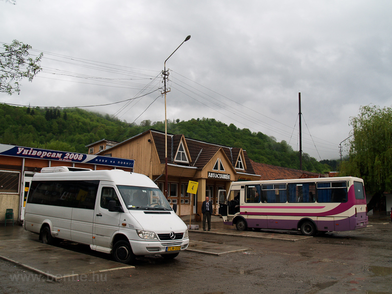 The autobus station at Rakh photo