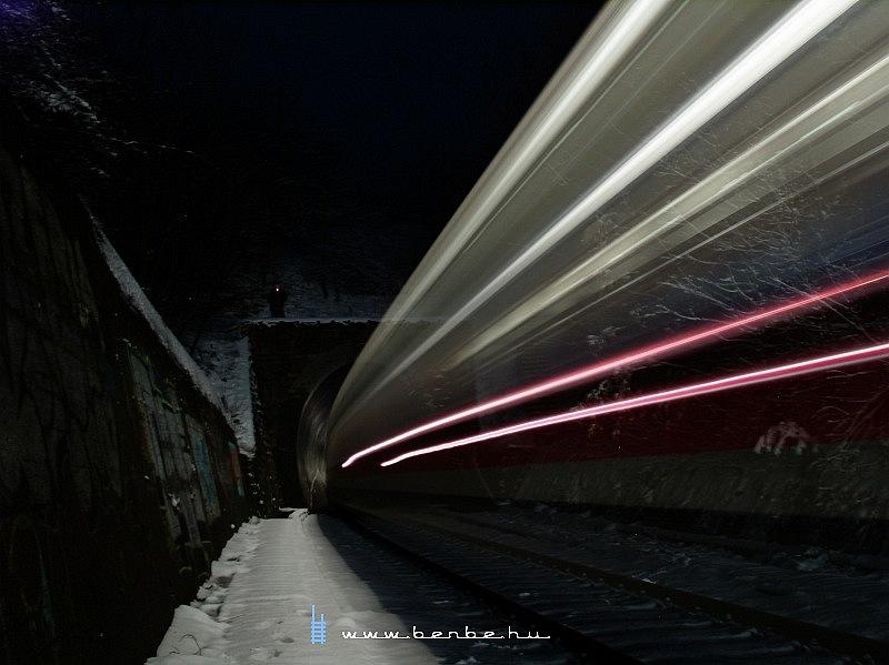 Desiro vágtat be a piliscsabai alagútba fotó