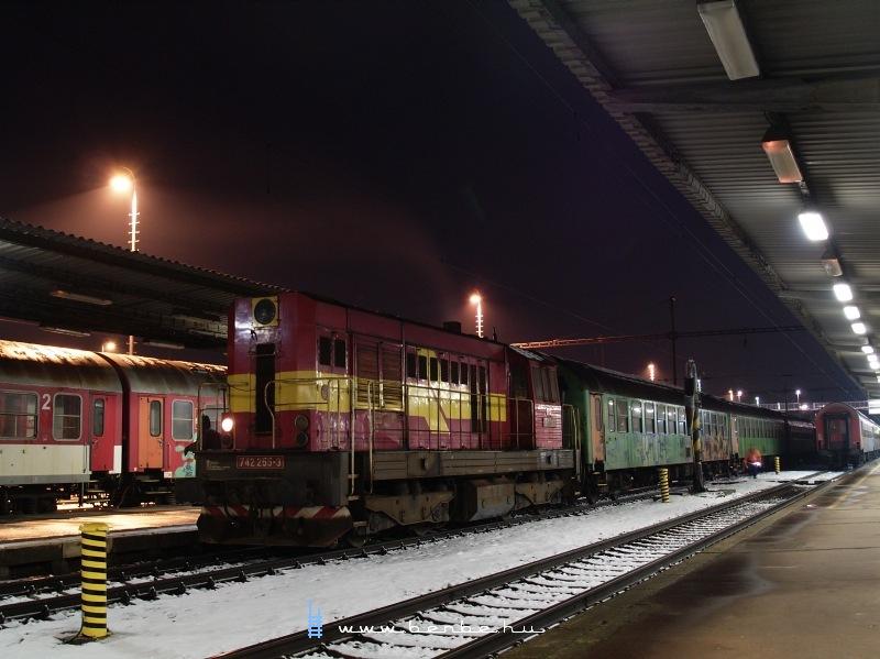 742 255-3 Párkány-Nána állomáson fotó