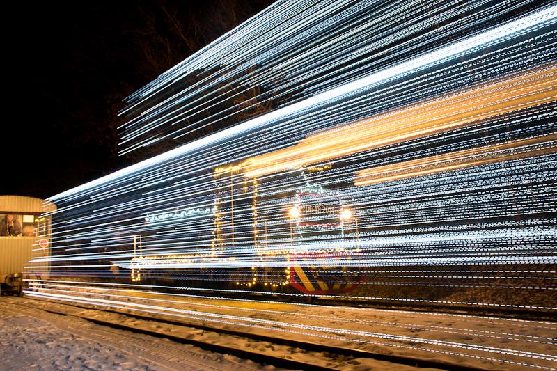 Fények Fotósvonata: A Királyréti Erdei Vasút Mk48 2014 (és előtérben, csíkozva az M48 2031) Királyrét állomáson fotó