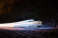 Fények Fotósvonata: A Királyréti Erdei Vasút Mk48 2031 csíkozva Hártókút és Szokolya-Mányoki között