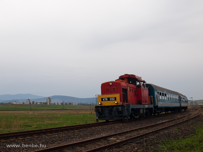 The MÁV-Trakció Zrt.'s 478 032 (ex-M47 2032) at the junction of the siding to the mine at Rákóczibánya between Kisterenye and Nemti photo