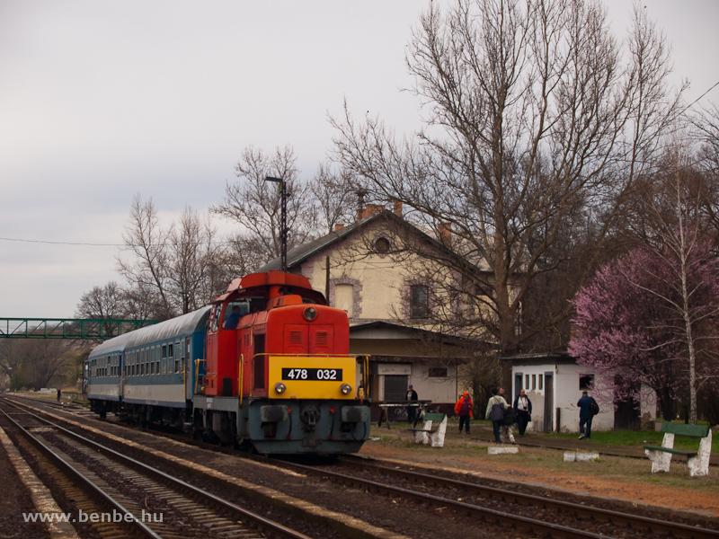 A MÁV-Trakció Zrt. 478 032 (ex-M47 2032) pályaszámú Dácsiája Kisterenye állomáson fotó