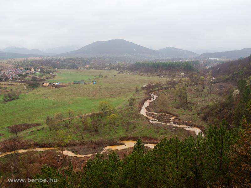 A Parádi-Tarna érccel szennyezett vize Recsk mellett fotó