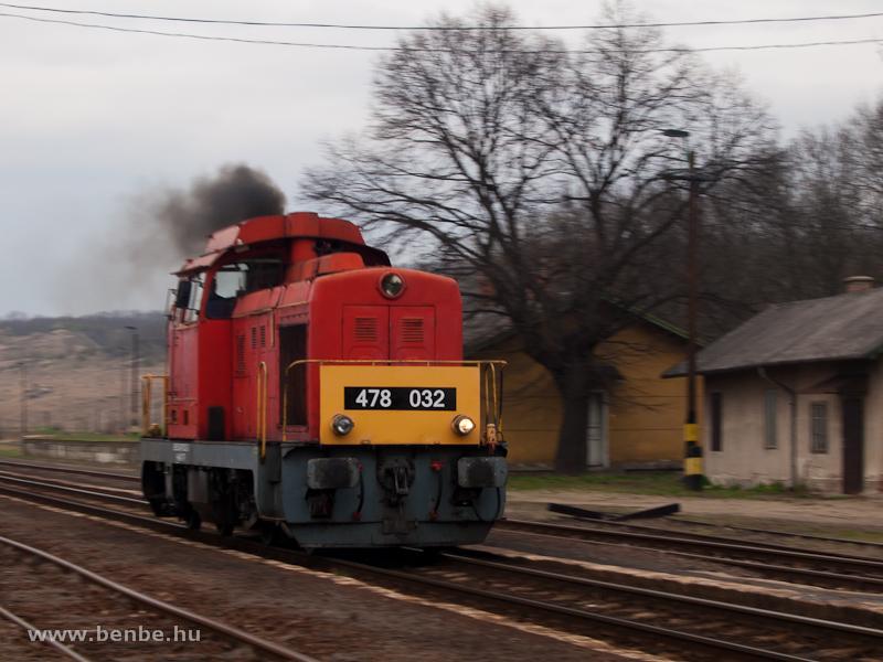 A MÁV-Trakció Zrt. 478 032 (ex-M47 2032) pályaszámú Dácsiája Kisterenyén fotó