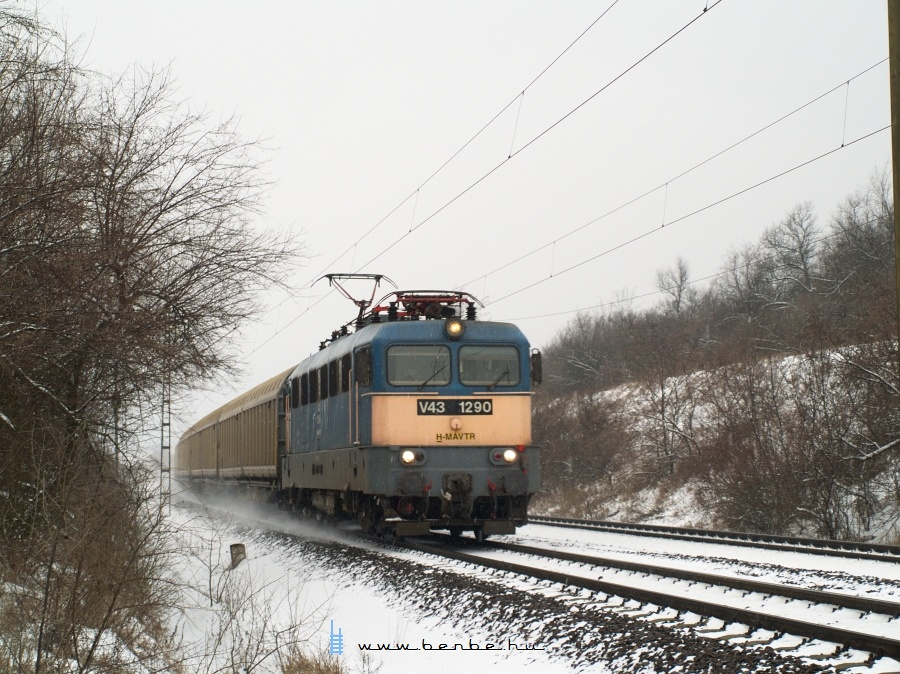 V43 1290 Szárnál fotó