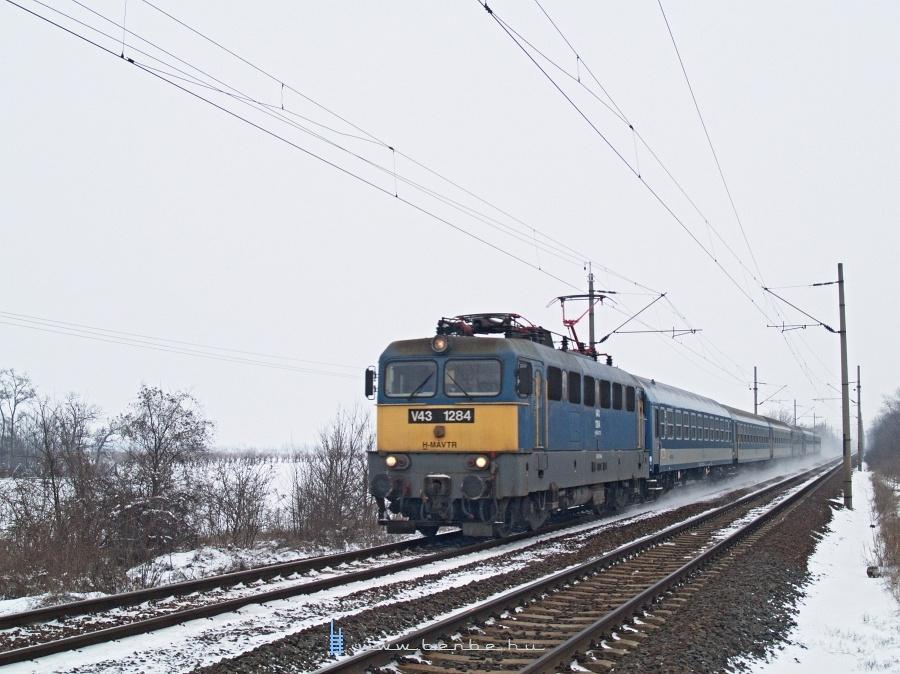 V43 1284 Pettenden, az északi útátjáróban fotó
