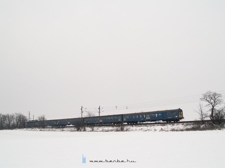 Valószínûleg a 304 pályaszámú BDt vezérlõkocsi Pettend és Baracska között fotó