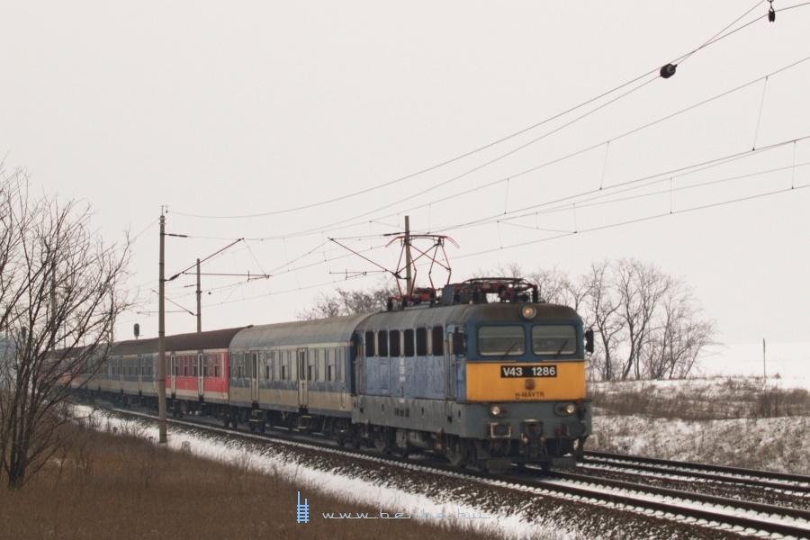 V43 1286 Baracska és Pettend között fotó