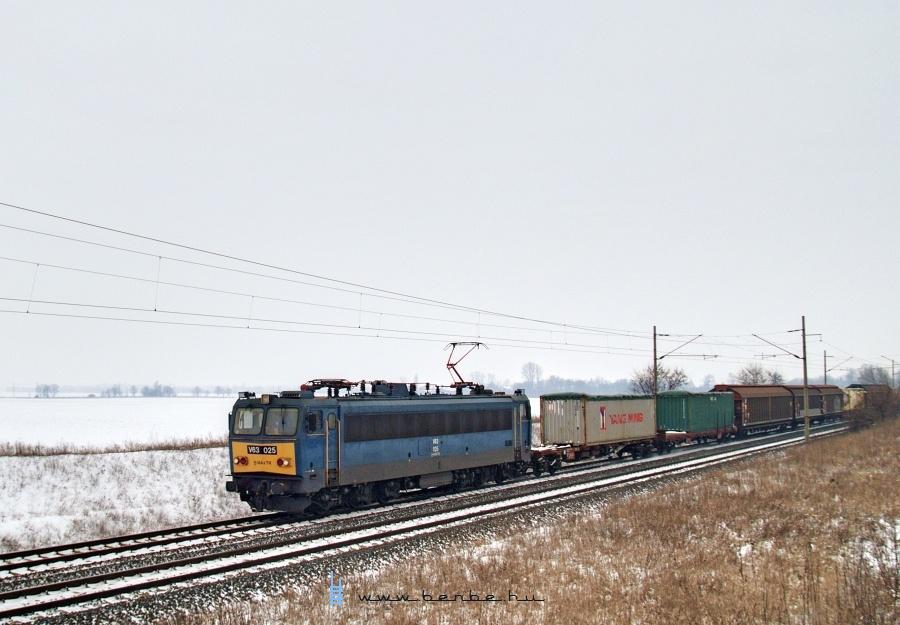 V63 025 Pettend és Baracska között fotó