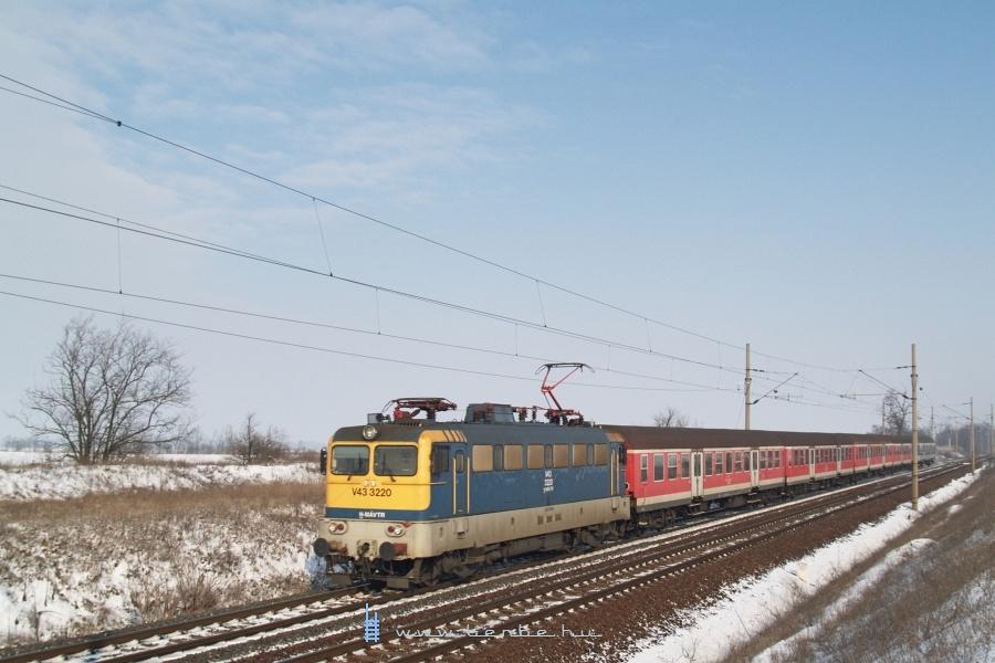 V43 3220 Baracska és Pettend között fotó