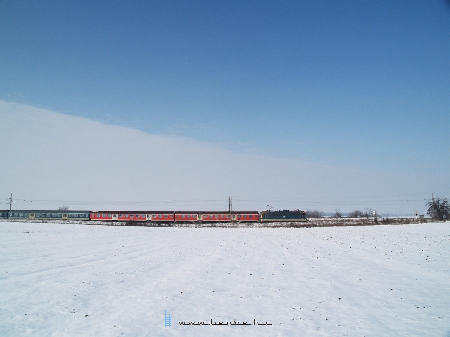 V43 3242 Baracska és Pettend között fotó