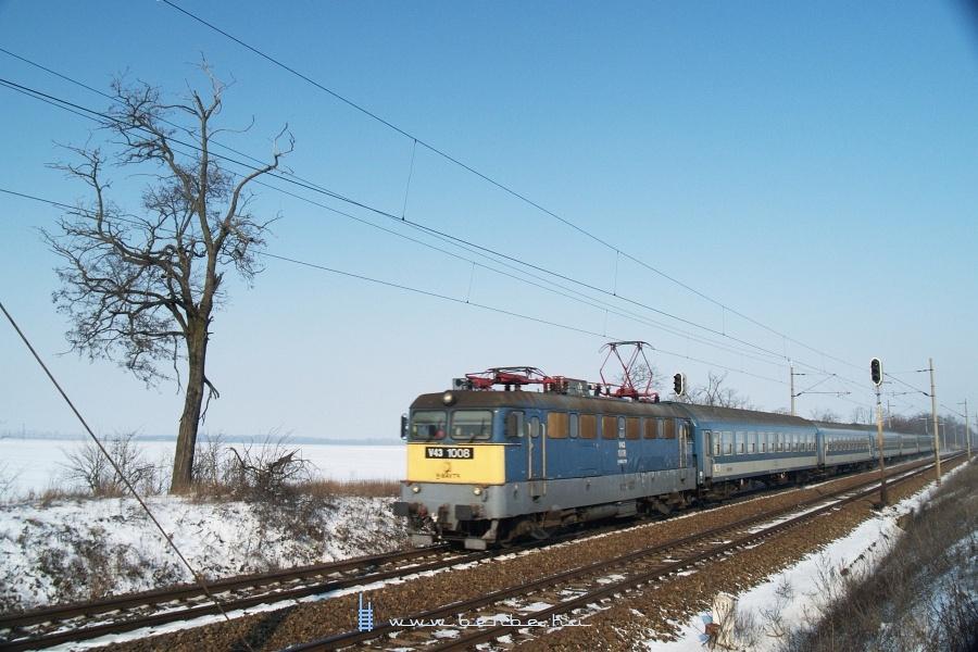 V43 1008 szombathelyi gyorsvonattal Baracska és Pettend között fotó