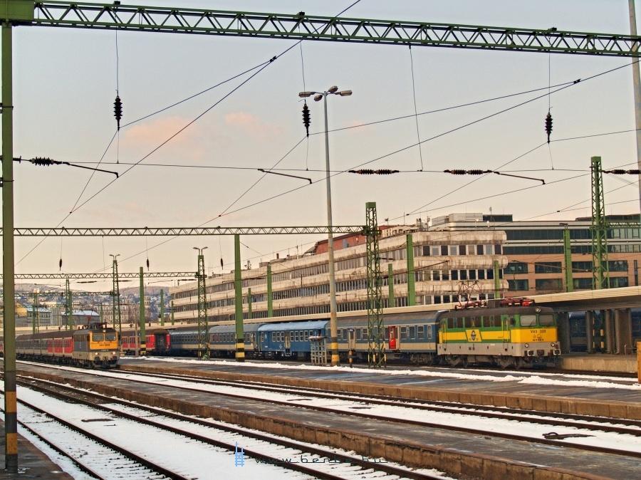 V43 3242 és V43 329 Budapest Déli pályaudvaron fotó