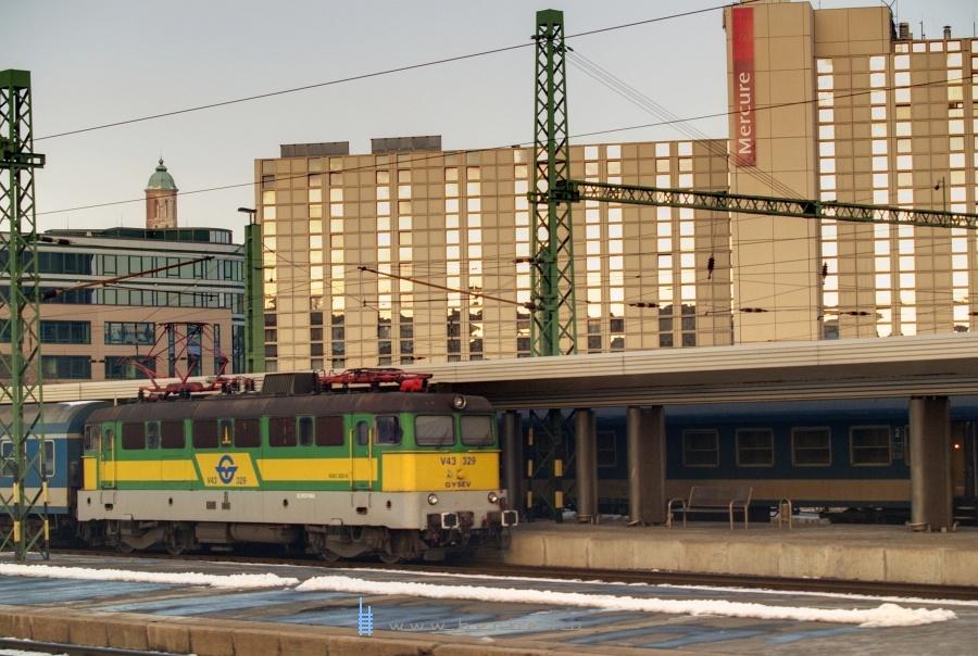 V43 329 Budapest Déli pályaudvaron fotó