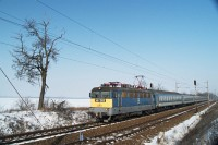 The V43 1008 with a fast train to Szombathely between Baracska and Pettend