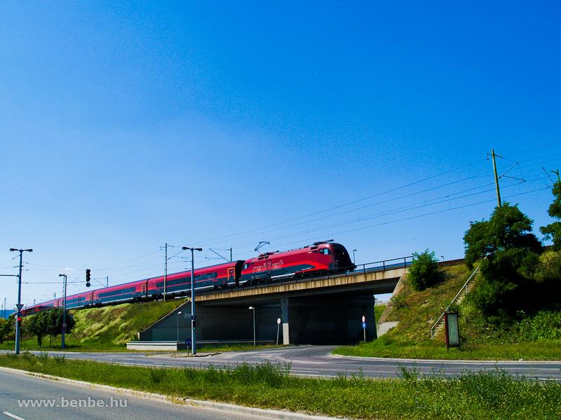 Egy railjet-vonat Kelenföld és Ferencváros között fotó