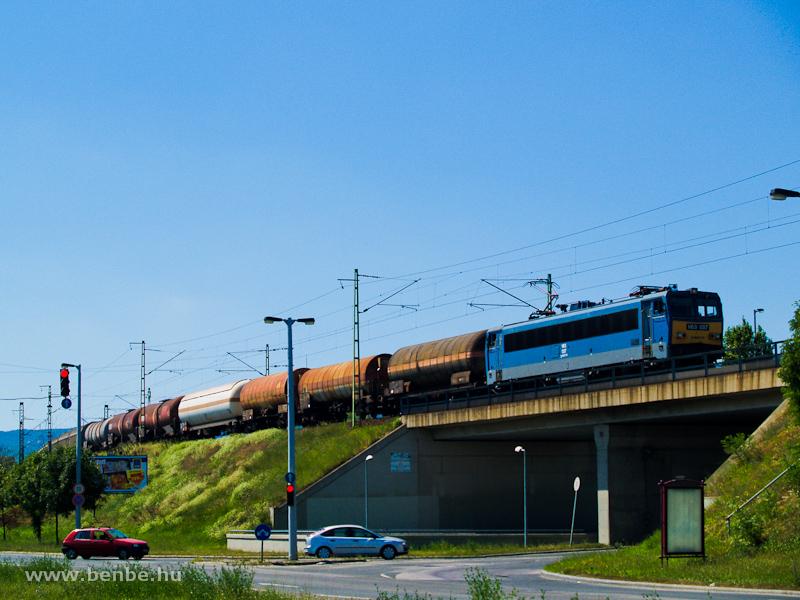 A V63 037 vegyes tehervonattal Kelenföld és Ferencváros között fotó