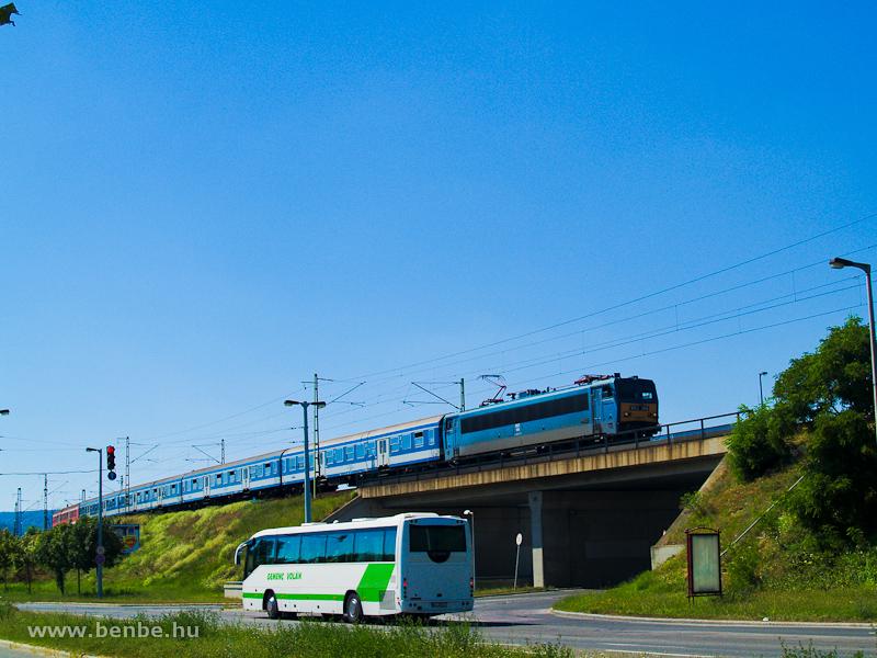 A V63 144 gyorsvonattal Kelenföld és Ferencváros között fotó