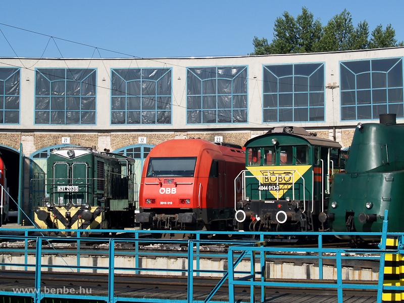 Az M31,2035, a 2016 019 és a 4044 013-0 a Füstiben fotó