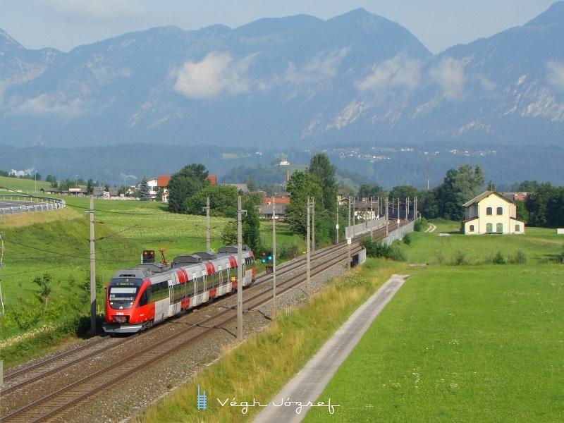 Röviddel Wörgl-Bruckhäusel megálló után a regionális vonat, azon ritka helyek egyikén ahol 110 a pályasebesség. fotó