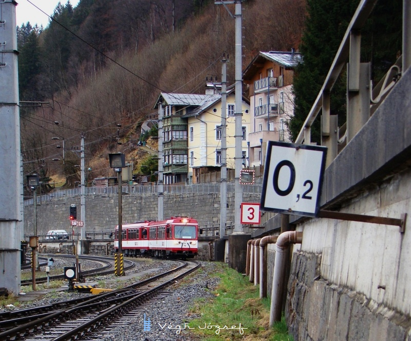 A railcar set arriving at Zell am See photo