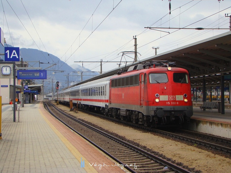 "115 332-9 a D1280 ""Grossglockner"" élén Wörgl Hauptbahnhofon fotó"