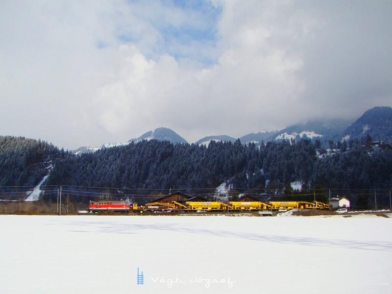 A 2043 058-3-as vontatta munkavonat Wörgl-Bruckhausel és Hopfgarten között. fotó