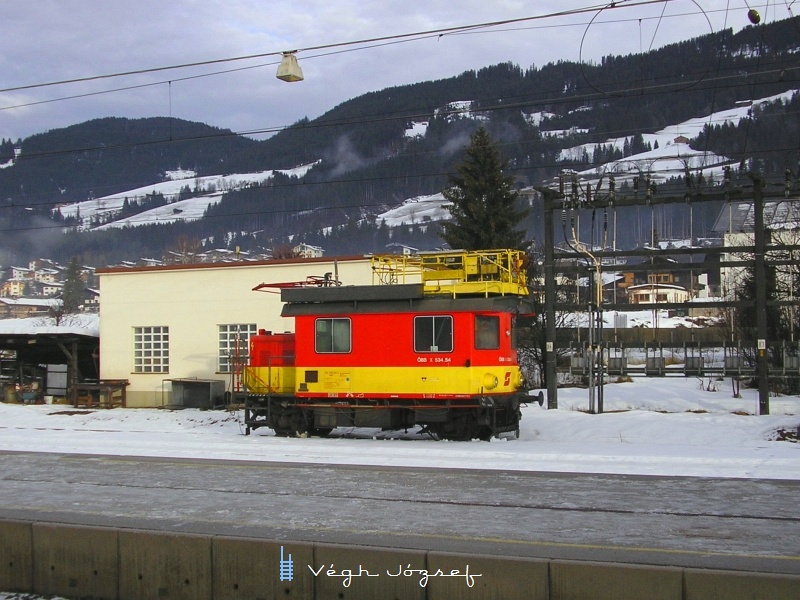 Az ÖBB X534.54 felsővezetékkarbantartó belső használatú kocsija Kirchberg in Tirol állomáson pihen fotó