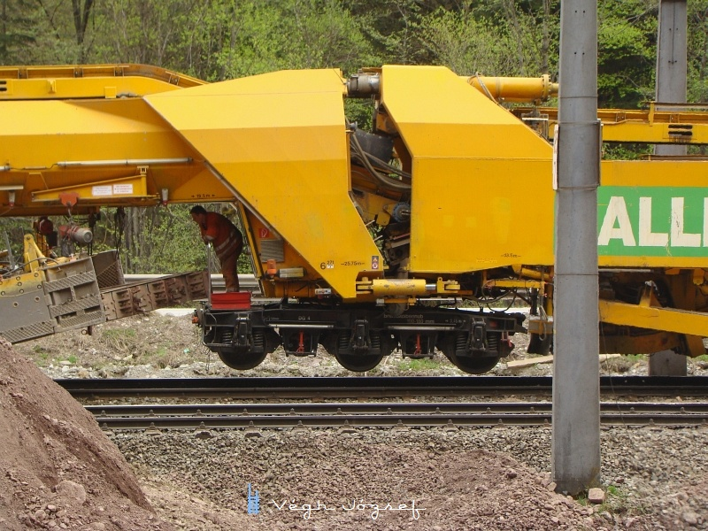 Sajnos a vasútépítéshez nem sokat tudok hozzátenni, mindenesetre ez a gép érdekes mozdulatokat tudott csinálni az biztos! fotó