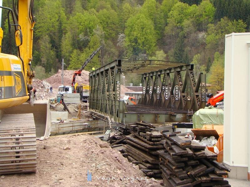 A régi híd, amit daruval leemeltek a patak fölül, sajnos ezt nem láthattam, pedig biztosan érdekes művelet lehetett. fotó