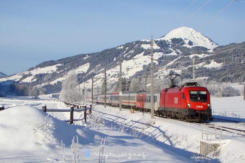Az ÖBB 1116 195-7 pályaszámú Taurus egy igen vegyes képű vonattal Kirchberg in Tirolnál fotó