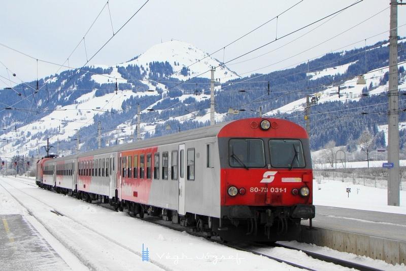 Wörgl felől Kirchbergbe érkező CityShuttle ingavonat 8073 031-1 számú vezérlőkocsival fotó