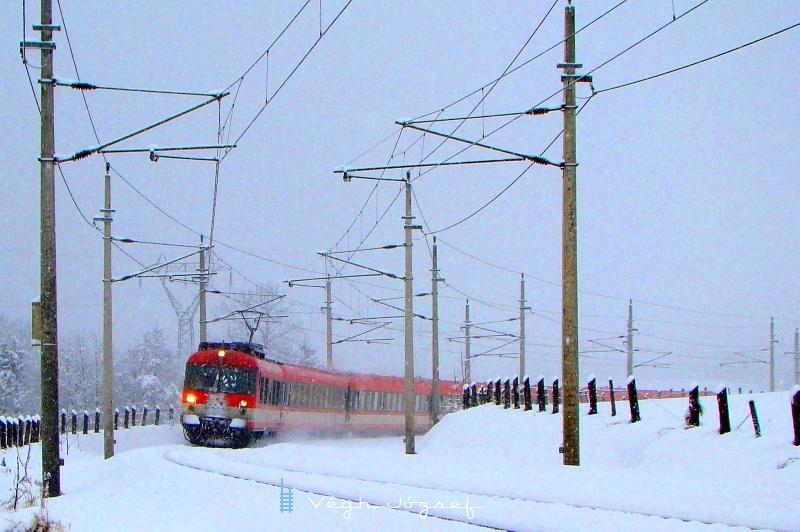 Az ÖBB 4010 sorozatú InterCity motorvonata a Giselabahnon fotó