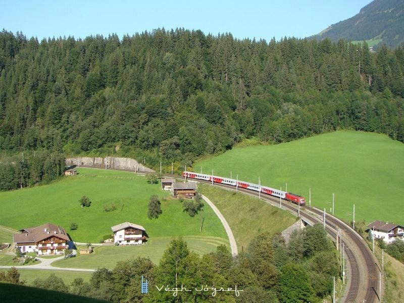 De nem kell sokat várni, már jön is a Salzburg-Innsbruck Rex egy Taurussal az élen fotó
