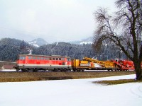 The �BB 2043 058-3 with a work train at the Giselabahn between W�rgl-Bruckhausel and Hopfgarten