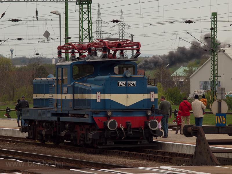 A MÁV-Nosztalgia kft. V42 5 fotó